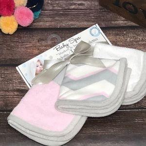 NWT Baby Spa Pink/Gray/White 3 Washcloths